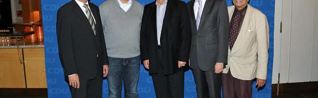 Karl Klein (MdL), Adrian Seidler (ich), Prof. Töpfer, Dr. Stephan Harbarth (MdB), Bruno Sauerzapf (CDU Kreistagsfraktion) (Fotos: Busse)